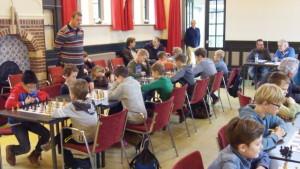 Overzicht van de jeugdgroep in de Prinszaal.