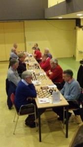 En hier spelen de kampioenen uit Apeldoorn (rechts) tegen de schakers van Meppel4 (de degradanten).