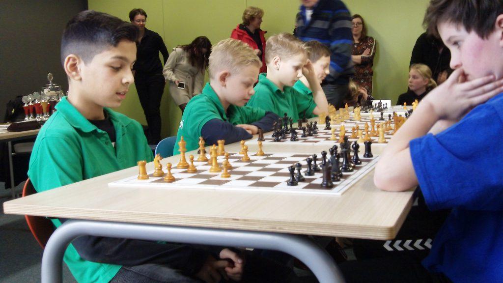 De Gildeschool in actie tijdens de laatste ronde tegen de Hoge Weerdschool.