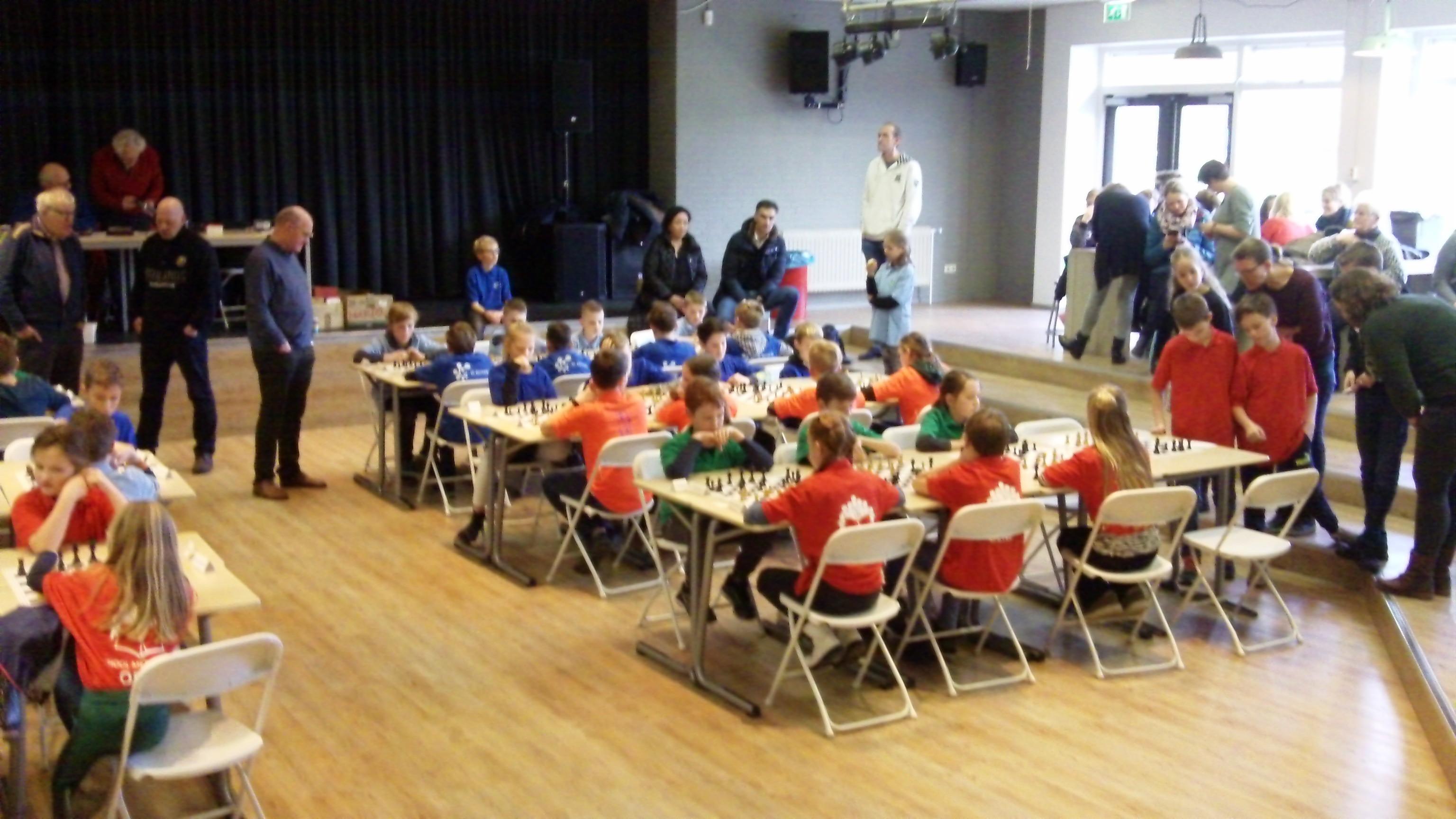Veel nieuwe gezichten bij de voorronde van het schaaktoernooi voor basisscholen 2020. (foto's: Dries Elskamp)